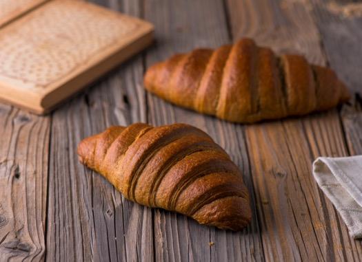 Brown Croissant كرواسون أسمر